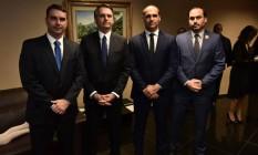 Clã Bolsonaro: Flávio, Jair, Eduardo e Carlos Foto: Reprodução