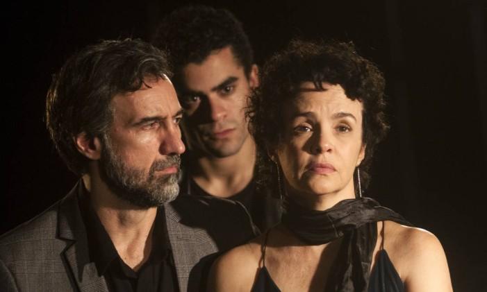 """Elenco da peça """"Sangue"""", de Lars Norén, com direção de Bruce Gomlevsky Foto: Dalton Valerio / Divulgação"""