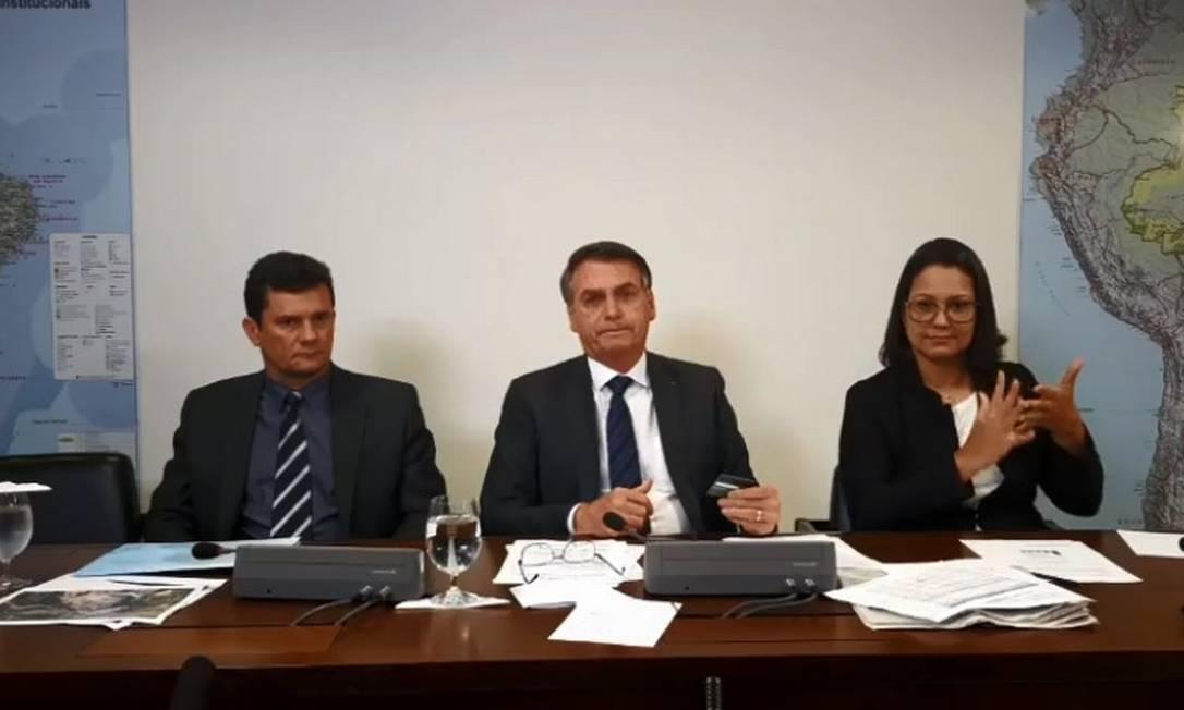 Bolsonaro e Sergio Moro em transmissão ao vivo na internet 08/08/2019 Foto: Reprodução