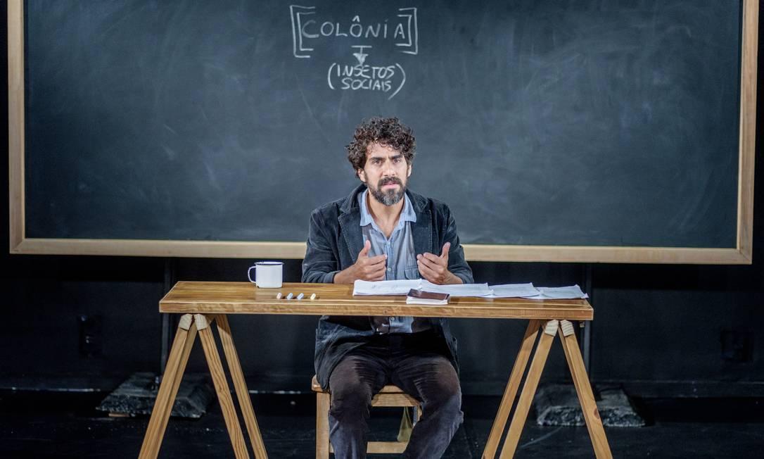 Renato Livera estrela o monólogo 'Colônia' Foto: Patrick Sister / Divulgação
