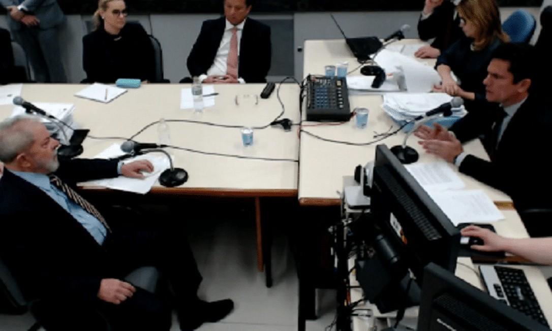 O ex-presidente Lula (PT) em depoimento a Sergio Moro no âmbito da Operação Lava-Jato: ex-juiz crê que vazamentos querem anular condenação do petista Foto: Reprodução