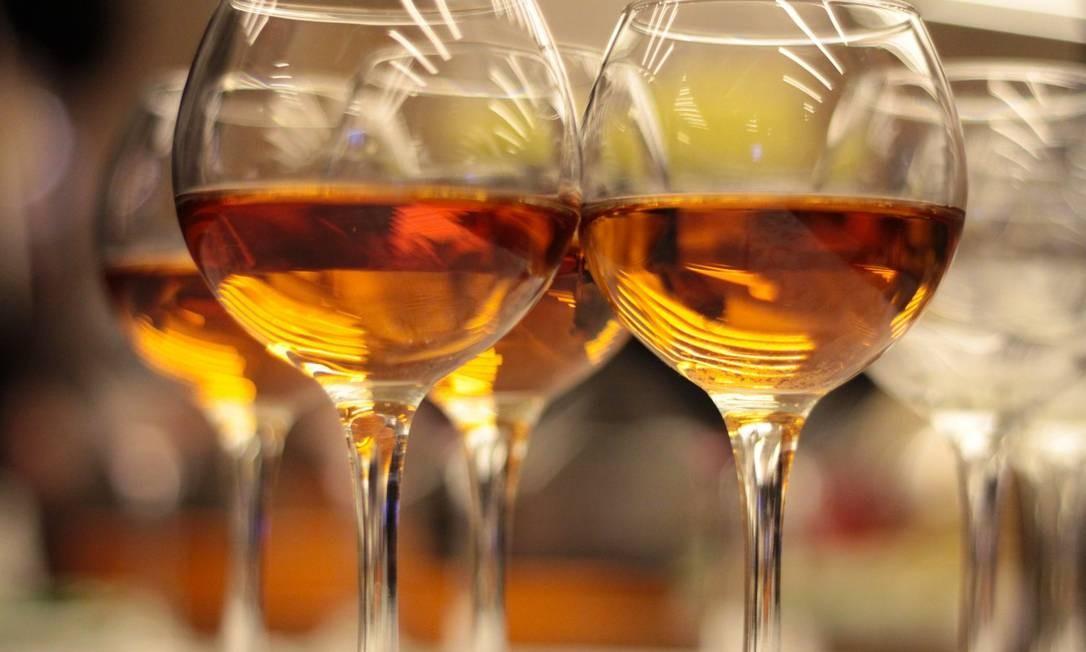 Taças de vinhos laranjas Foto: Shutterstock