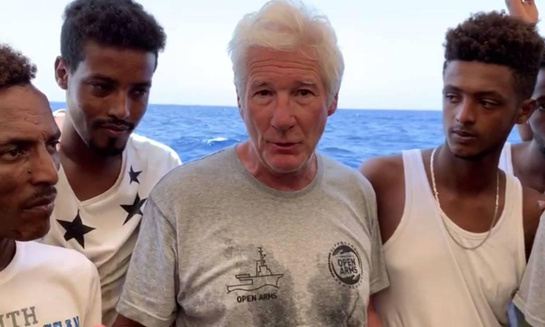 Richard Gere pediu às autoridades ajuda para abrigar imigrantes que aguardam liberação para desembarcar na Europa Foto: HO / AFP