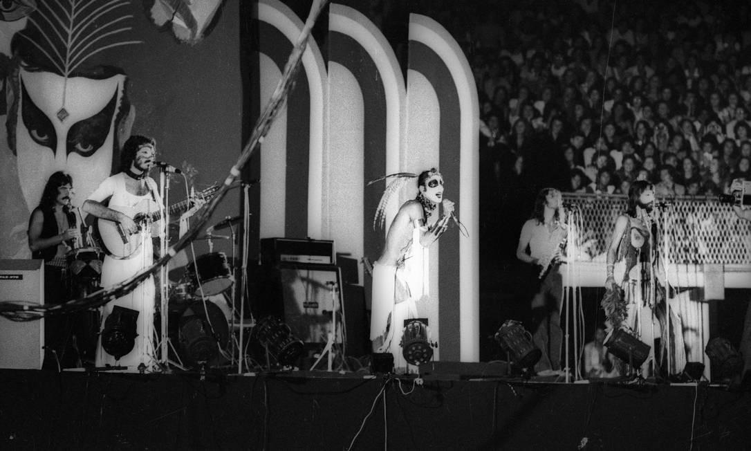 No palco do Maracanãzinho, em 1974 Foto: Ronald Fonseca / Agência O Globo