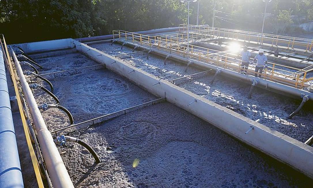 Saneamento: a estação de tratamento de esgoto de Itaipu, uma das nove que estão em funcionamento em Niterói Foto: Marcelo Theobald / Agência O GLOBO