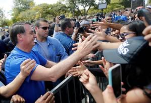 O presidente Jair Bolsonaro cumprimenta o público durante a 'Marcha para Jesus' em Brasília Foto: ADRIANO MACHADO / REUTERS