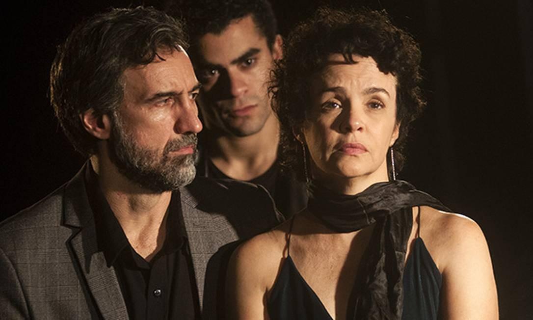 Charles Fricks, Pedro di Carvalho e Luciana Braga em 'Sangue' Foto: Dalton Valerio / Divulgação