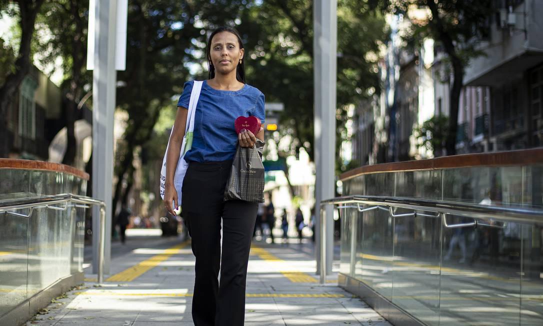 A mais. Lidiane Amaral, moradora de Caxias, é revendedora da Cacau Show: renda extra para quitar dívidas e passear Foto: Hermes de Paula / Hermes de Paula