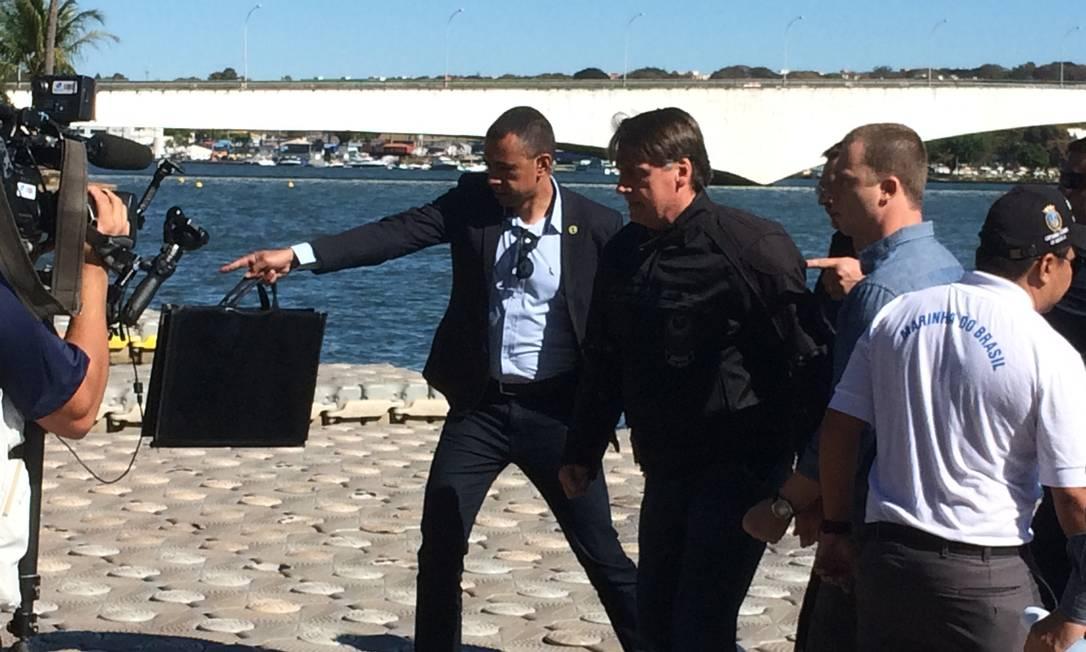 Bolsonaro passeou de moto e andou de jet ski no lago Paranoá, em Brasília Foto: Daniel Gullino/ Agência O GLOBO