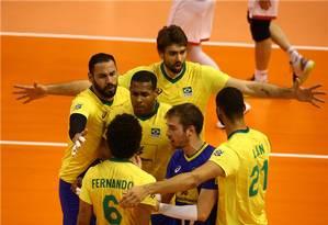 Jogadores do Brasil comemoram ponto contra Bulgária no Pré-Olímpico masculino Foto: Divulgação / FIVB