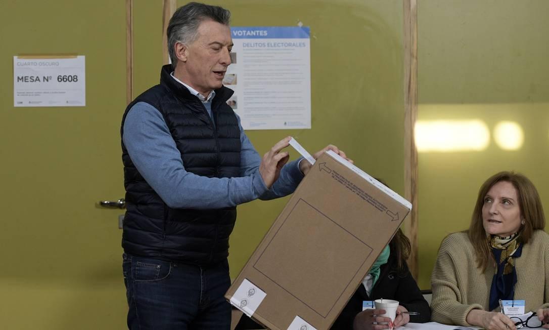 Macri vota nas primárias da Argentina deste domingo: à noite, presidente reconheceu derrota Foto: JUAN MABROMATA/AFP