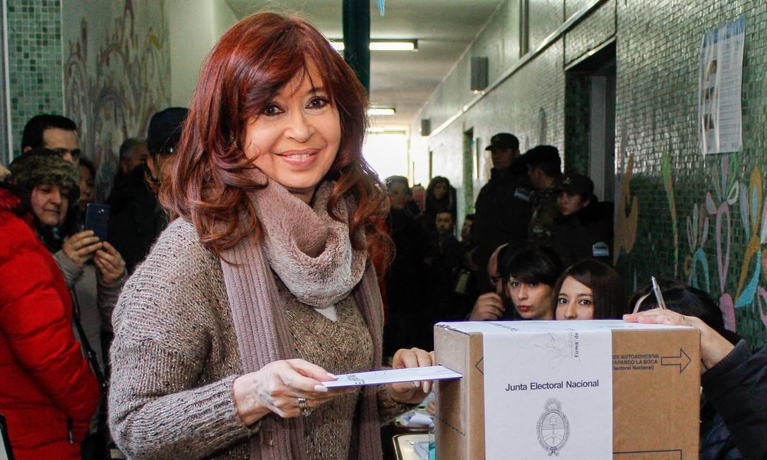 Resultado de imagem para Cristina Fernández de Kirchner votando na argentina