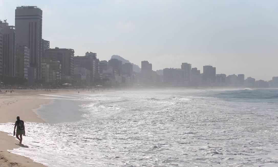 A semana começa com sol e calor no Rio Foto: Fabiano Rocha / Agência O Globo
