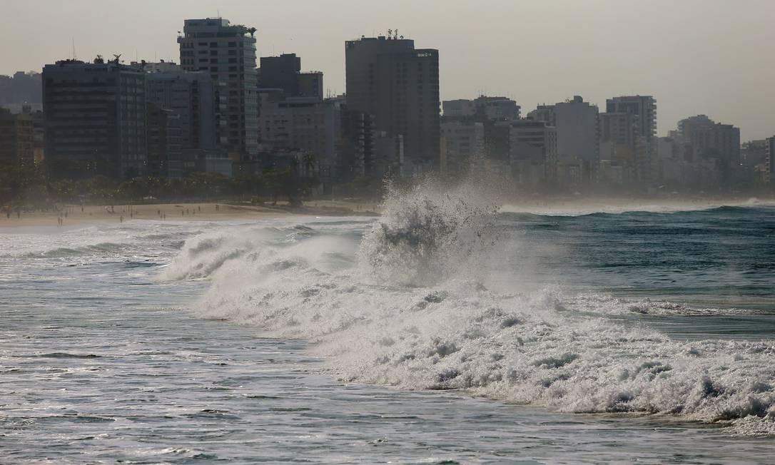 Mas a partir desta terça-feira, a previsão é de ventos fortes e pancadas de chuva Foto: Fabiano Rocha / Agência O Globo