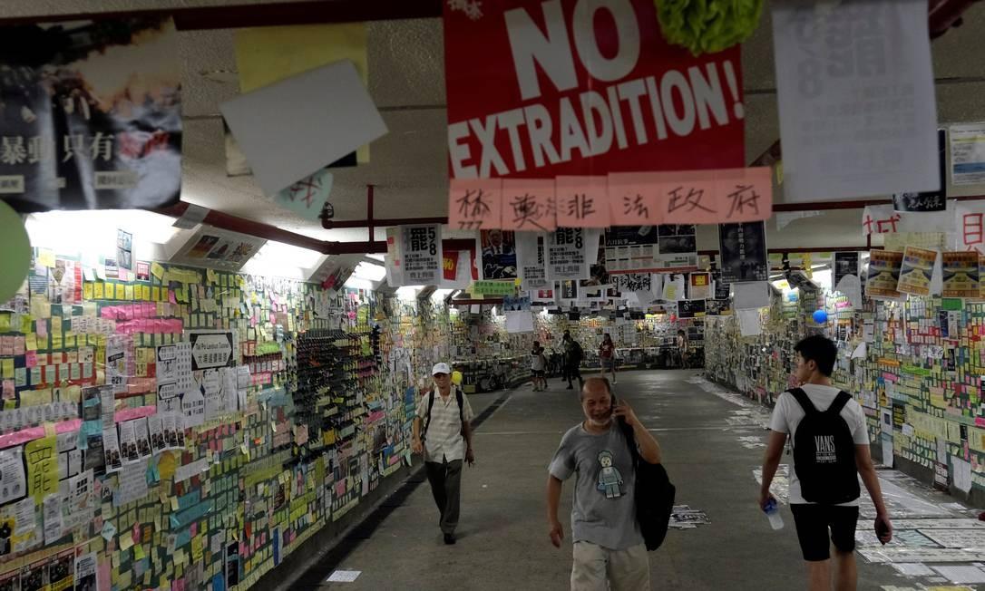 Os protestos transformaram-se num movimento contra o governo de Hong Kong. E, cada vez mais diretamente, contra a autoridade de Pequim Foto: TYRONE SIU / REUTERS