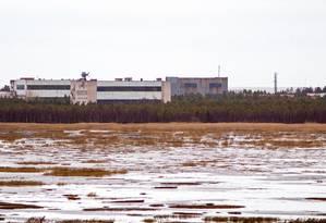 Imagem de prédios militares em Nyonoska, na região de Arkhangelsk, no Norte da Rússia: autoridades ordenaram o esvaziamento da vila para os trabalhos de limpeza de explosão na semana passada que fez disparar níveis de radiação no local Foto: - / AFP/09-11-2011