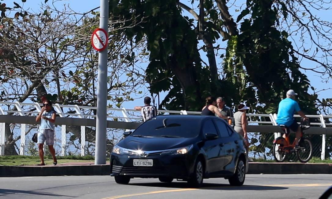 O prefeito mostra-se, desde o início, inconformado com o fechamento da Niemeyer e, na semana passada, representou contra a juíza Mirela Erbist — que determinou a interdição da via até que houvesse segurança para tráfego de veículos — no Conselho Nacional de Justiça —, com pedido de abertura de procedimento no Tribunal de Justiça do Rio Foto: Fabiano Rocha / Agência O Globo