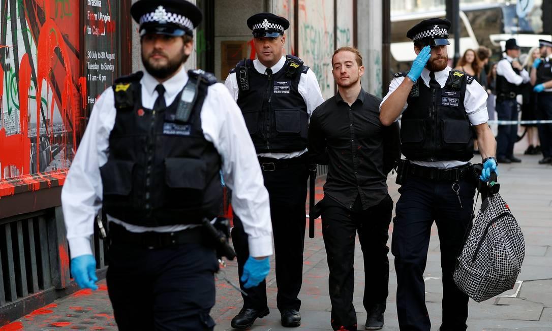 Manifestante é preso Foto: PETER NICHOLLS / REUTERS
