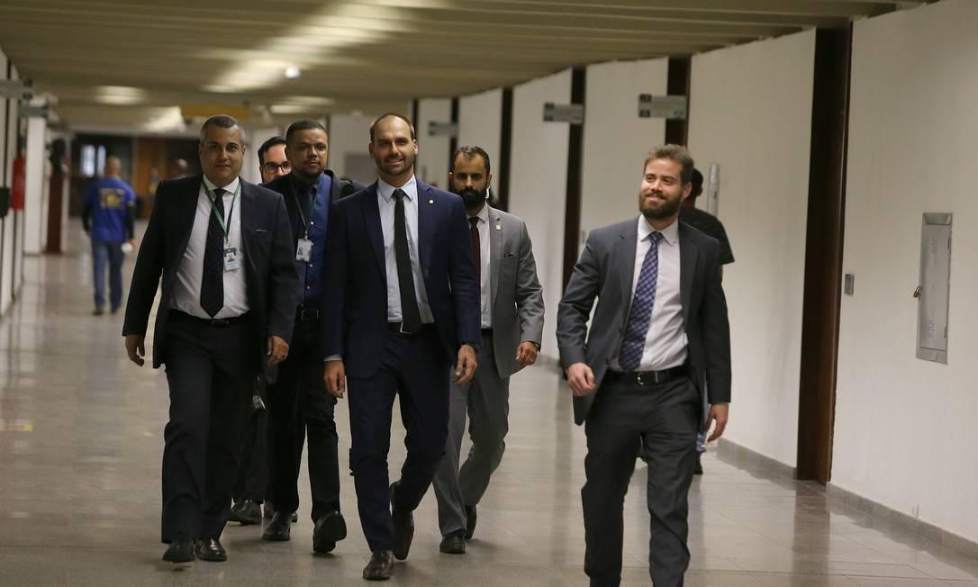 O deputado Eduardo Bolsonaro está visitando senadores em campanha para assumir a embaixada Foto: Jorge William / Agência O Globo