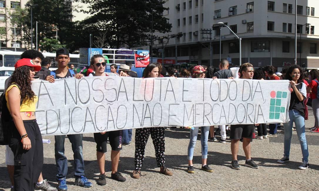 A manifestação foi convocada por entidades como a União Nacional dos Estudantes (UNE) e a União Brasileira dos Estudantes Secundaristas (Ubes) Foto: Luciano Claudino/Código19 / Agência O Globo