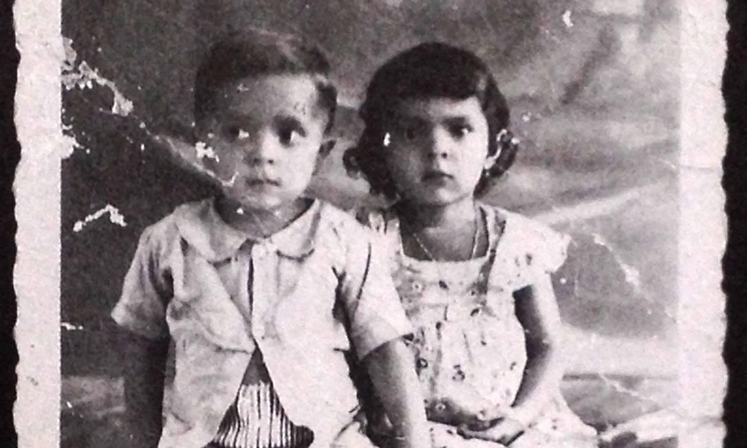 1945 / NASCIMENTO - Luiz Inácio da Silva nasce no dia 27 de outubro, em Caetés, que na época era distrito de Garanhuns, em Pernambuco. Na imagem, o menino Luiz Inácio ao lado da irmã Foto: Instituto Lula / Divulgação