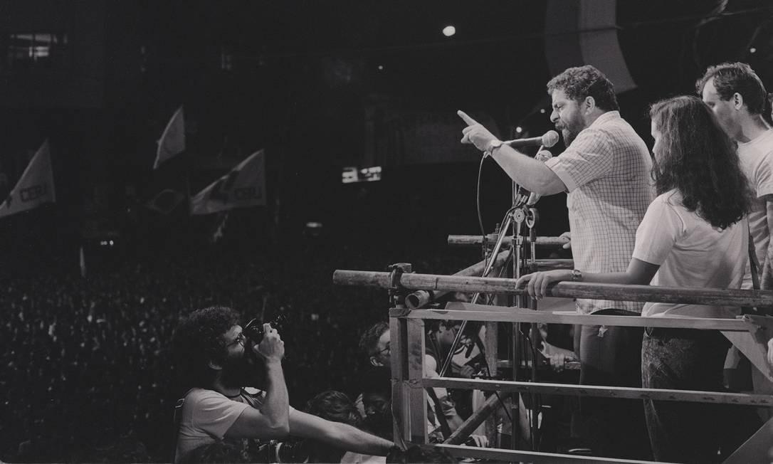 1984 / DIRETAS JÁ - Lula participa do movimento que reivindicava eleições diretas para a Presidência da República. Na imagem, Lula em comício na Candelária Foto: Anibal Philot / Agência O Globo
