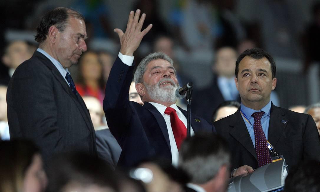 EM BAIXA - Lula é vaiado no Maracanã durante a abertura dos Jogos Pan-Americanos no Rio, em julho de 2007. O presidente deixou o estádio sem discursar e confessou, mais tarde, ter ficado decepcionado Foto: Evaristo Sá / AFP