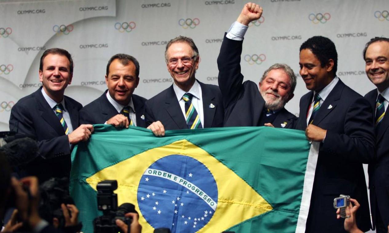 VITÓRIA - Com atuação do governo federal, em outubro de 2009, o Rio de Janeiro vence a disputa para sediar as Olimpíadas de 2016. Um ano depois dos Jogos, O GLOBO revelou suspeitas de que houve fraude na escolha da sede Foto: Carlos Magno /