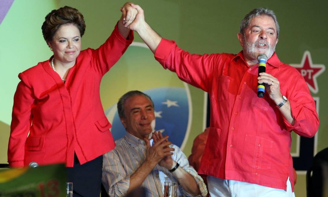 SUCESSÃO - Em 2010, Lula trabalha para fazer seu sucessor. Escolhe Dilma Rousseff, ministra de Minas e Energia, que vence a disputa eleitoral contra José Serra e mantém o PT no poder Foto: Gustavo Miranda / Agência O Globo