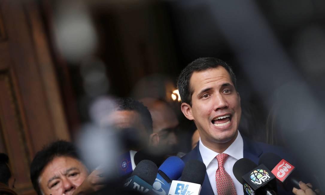 O líder opositor Juan Guaidó fala a jornalistas na saída da Assembleia Nacional Foto: Manaure Quintero / REUTERS