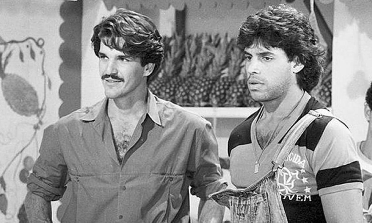 """Na novela """"Sassaricando"""" (1987), em cena com Rômulo Arantes, no começo da carreira de ator Foto: Arquivo O Globo"""