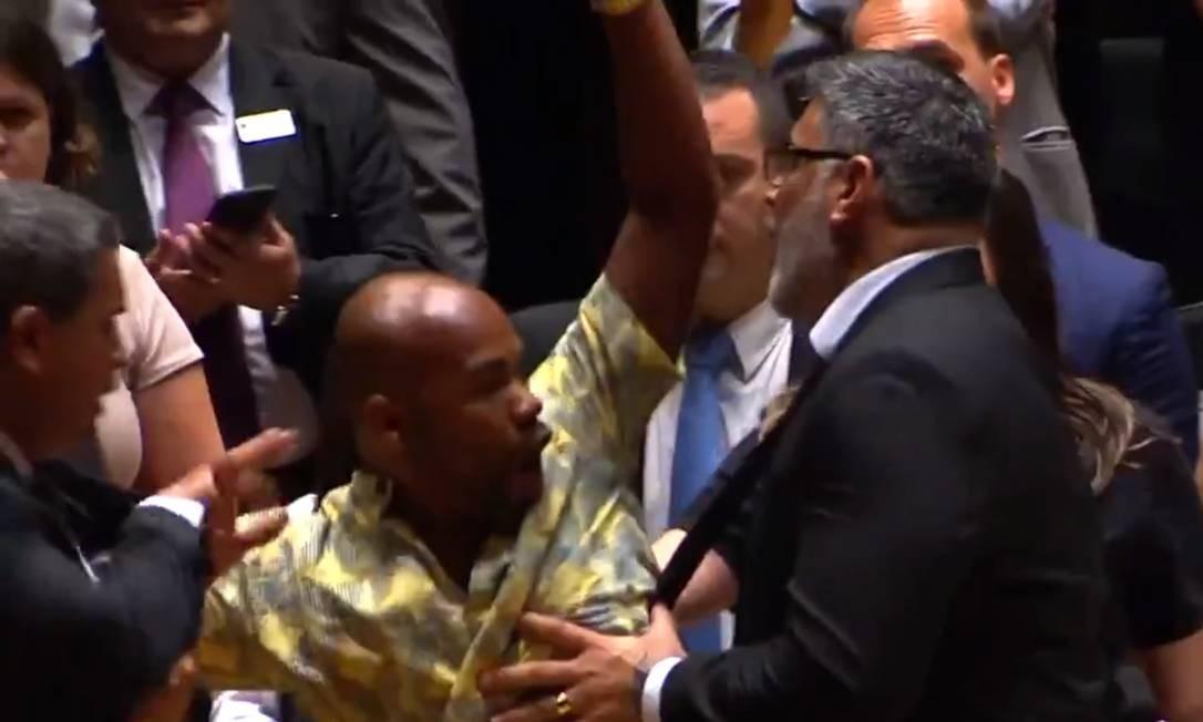 Frota se envolveu com um princípio de briga com o ativista do movimento negro Jesus dos Santos (PSOL), durante cerimônia de diplomação de novos deputados na Alesp 18/12/2018 Foto: Reprodução