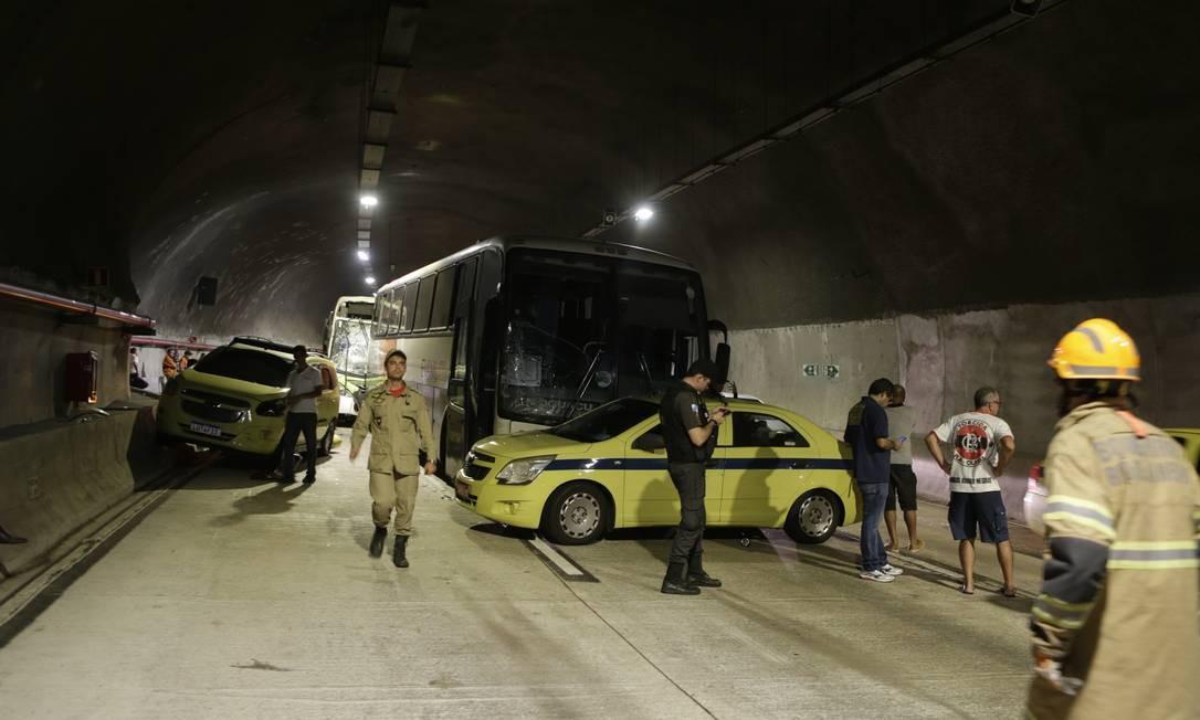 Cinquenta e uma pessoas ficaram feridas e foram encaminhadas para quatro hospitais Foto: Alexandre Cassiano / Agência O Globo