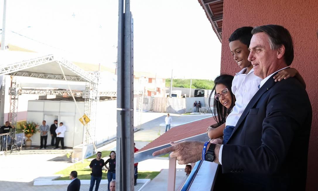 Em sua primeira viagem oficial ao Nordeste, Bolsonaro entregou casas populares no município de Petrolina, em Pernambuco. O Nordeste foi a única região na qual Bolsonaro não venceu no segundo turno na eleição de 2018 - 24/05/2019 Foto: José Dias / PR