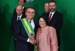 Jair Bolsonaro e a ministra Damares Alves (Família, Mulher e Direitos Humanos): peritos exonerados pelo presidente trabalham com estrutura do ministério dela Foto: Marcos Corrêa / Presidência