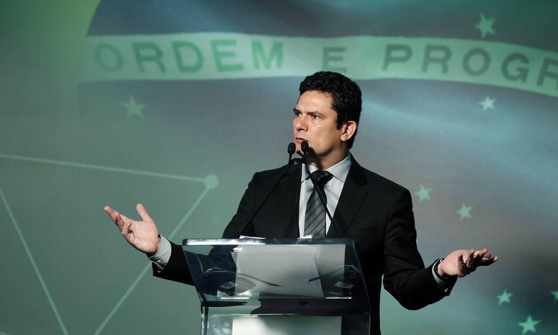 GRAMPOS TELEFÔNICOS - A Justiça Federal divulga, em em março de 2016, com a autorização de Moro (foto), áudios de escutas telefônicas de Lula. Um dos áudios mostra conversa com a presidente Dilma Rousseff Foto: Edilson Dantas / O Globo