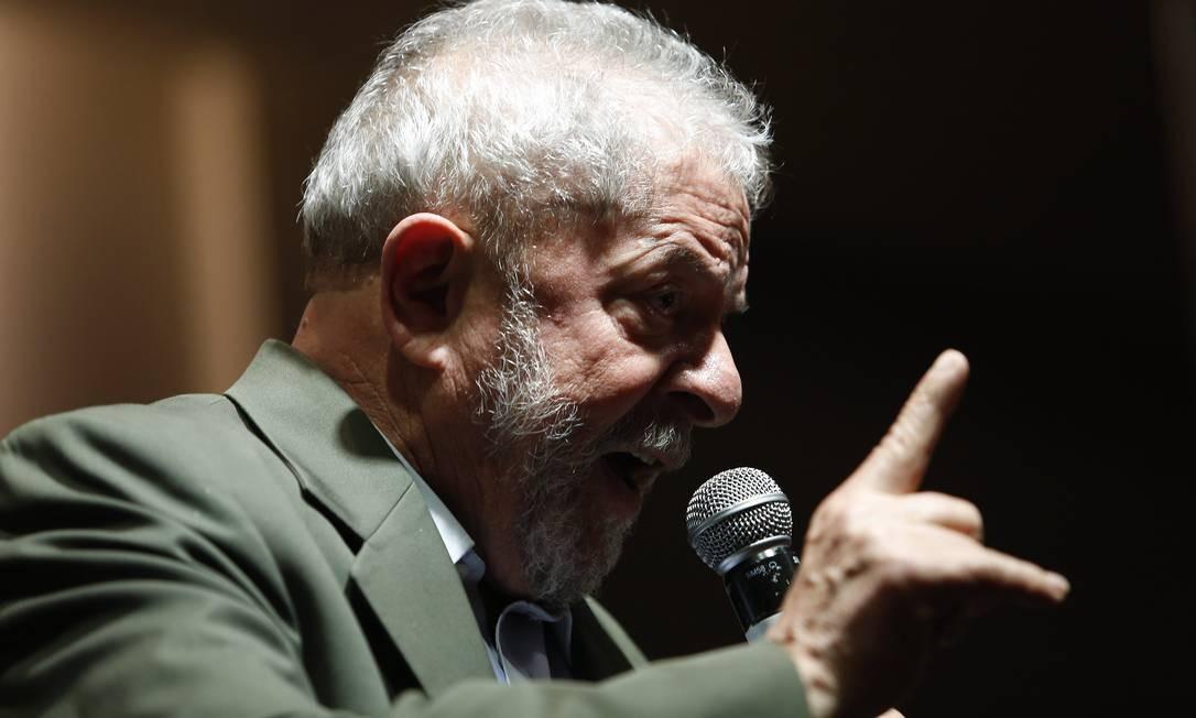 OPERAÇÃO ZELOTES - A quarta denúncia contra Lula é aceita pela 10ª Vara Federal de Brasília. Desta vez, o caso é referente à Operação Zelotes, em dezembro de 2016 . Procuradores afirmam que Lula integrou um esquema que vendia a promessa de que ele poderia interferir junto ao governo da então presidente Dilma Rousseff para beneficiar do grupo CAOA Foto: Edilson Dantas / O Globo