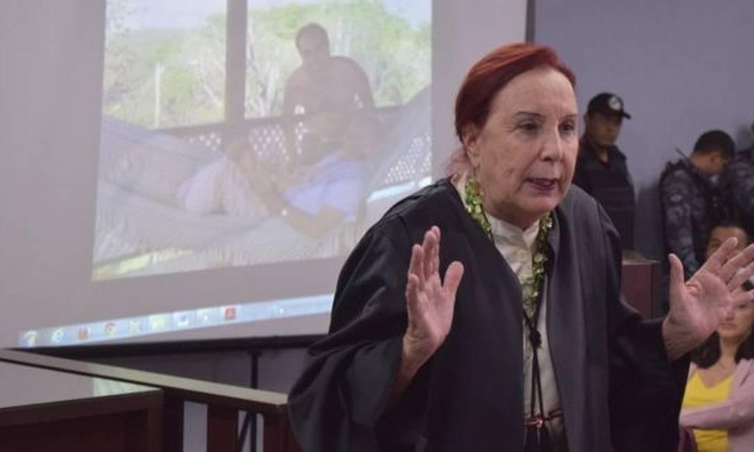 A advogada Elizabeth Diniz Martins no tribunal diante do júri Foto: Divulgação