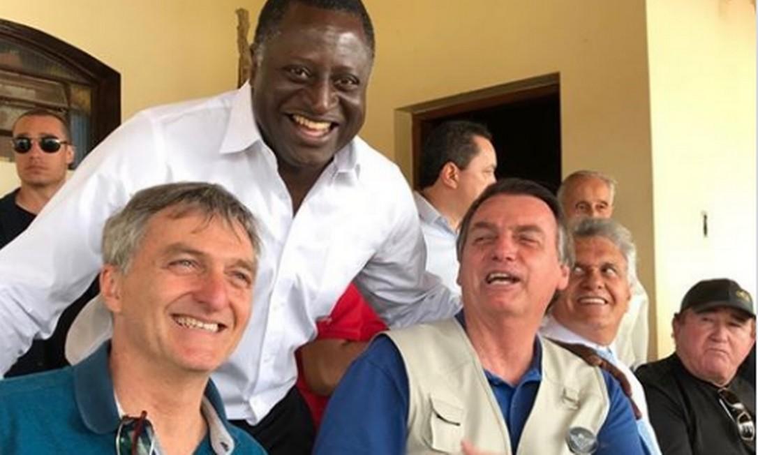 Renato Bolsonaro ao lado do presidente e do deputado Hélio Lopes Foto: Reprodução