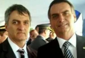 Renato e Jair Bolsonaro: irmãos são filiados ao PSL Foto: Reprodução / Redes sociais