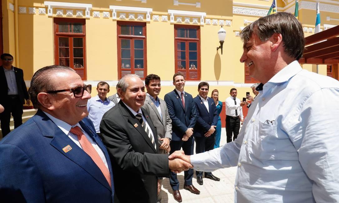 Presidente da República, Jair Bolsonaro recebe cumprimentos Foto: Alan Santos/PR / Divulgação