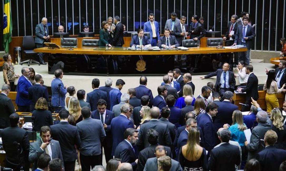 Deputados aprovaram lista de 37 ações que poderão ser consideradas abuso de autoridade Foto: Pablo Valadares/Câmara dos Deputados