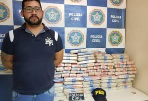 Homem foi preso após ser flagrado com carga de maconha Foto: Divulgação/Polícia Civil