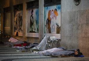 Moradores de rua no Centro do Rio Foto: Alexandre Cassiano / Agência O Globo