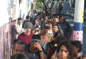 Fila em busca de emprego no Rio Foto: Fabiano Rocha / Fabiano Rocha