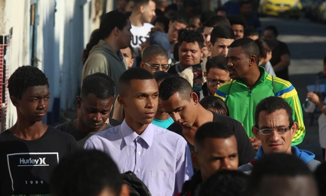 Fila de desempregados no Rio de Janeiro. Foto: Fabiano Rocha / Fabiano Rocha