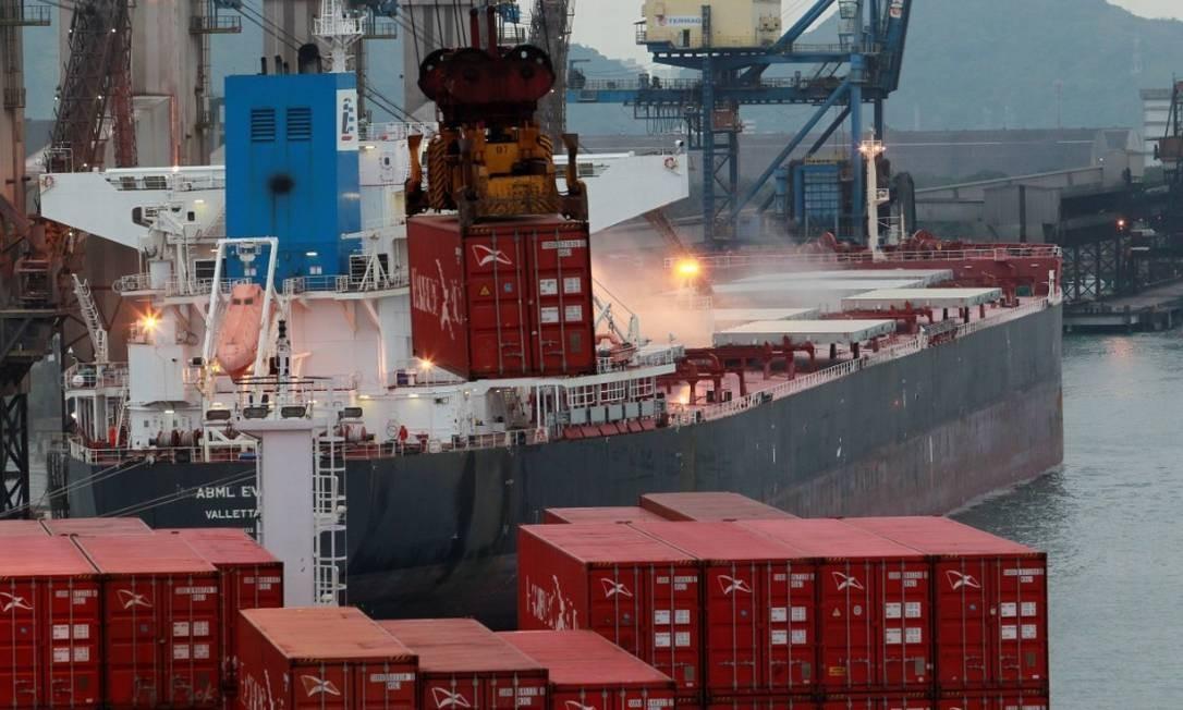 Cabotagem nos portos do Brasil Foto: Arquivo Agência O Globo/Domingos Peixoto