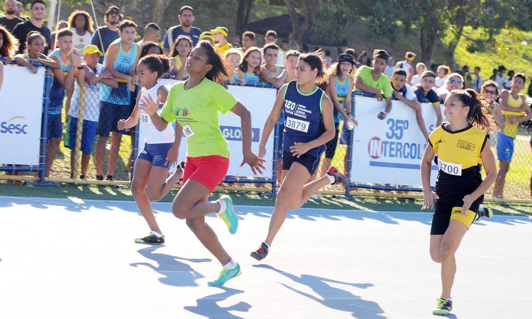 Aline Nunes venceu a prova dos 75m na 35ª edição do Intercolegial Foto: Ari Gomes/Divulgação