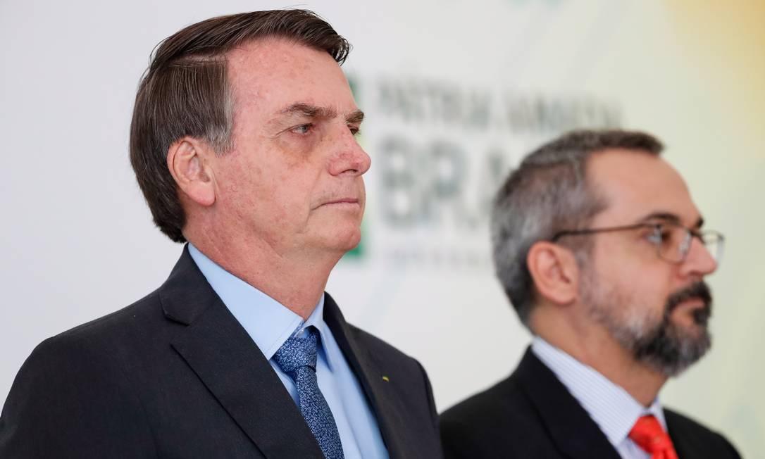O presidente Jair Bolsonaro e o ministro da Educação, Abraham Weintraub, na solenidade do Dia Internacional da Juventude. Foto: Foto: Alan Santos/PR