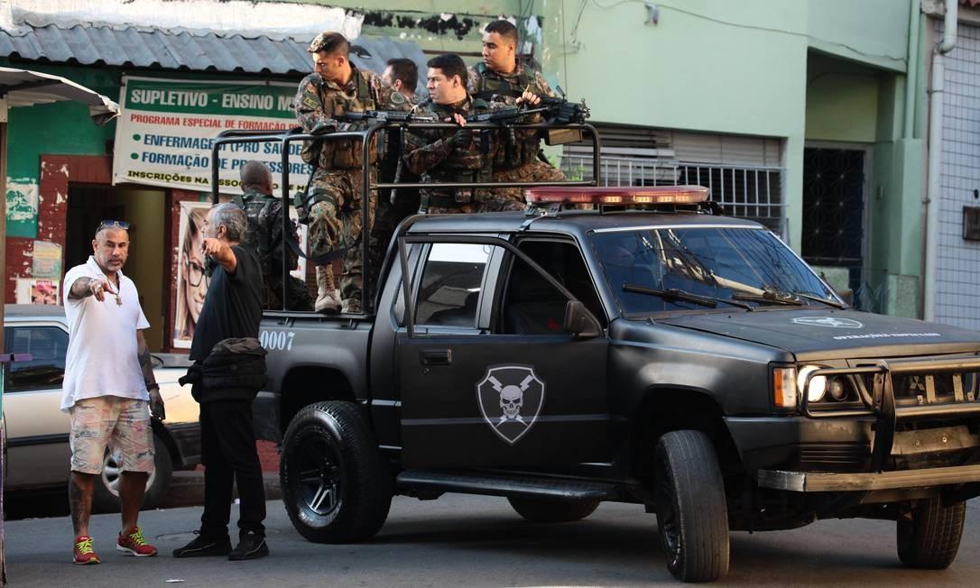 Bastidores da gravação da série 'Arcanjo renegado', que chega ao Globoplay em 2020 Foto: Carlos Fofinho / Divulgação